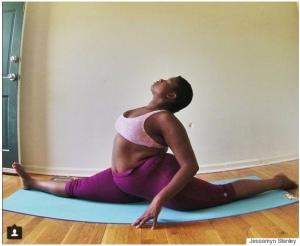 Como essa professora de yoga está ensinando mulheres a amarem seus corpos